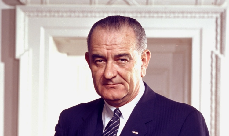 Lyndon_B._Johnson,_photo_portrait,_leaning_on_chair,_color_cropped